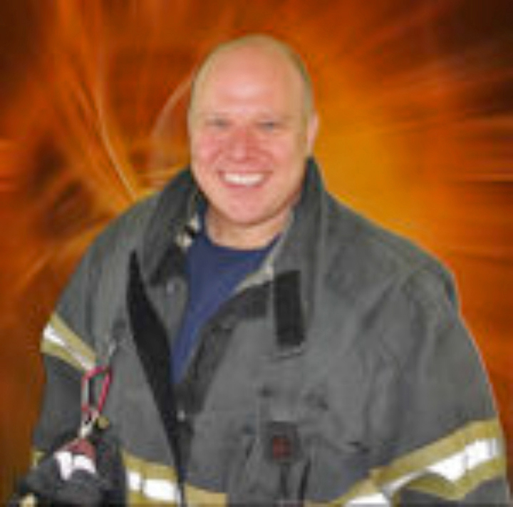 Seattle-firefighter-Erik-Lawyer